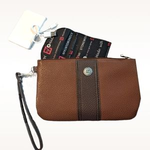 STONE MOUNTAIN Pebble Plugged In Charger Wristlet